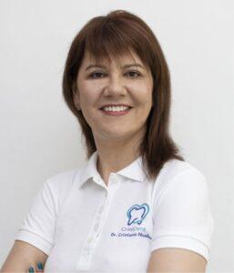 dr Cristiana Nicolae - stomatolog / dentist @ clinica CriniDent Craiova